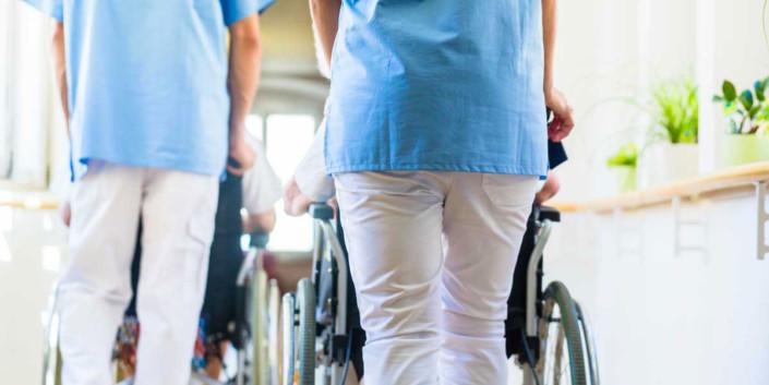 Mehr Lohn und flexible Arbeitszeiten machen Zeitarbeit Pflege beliebt