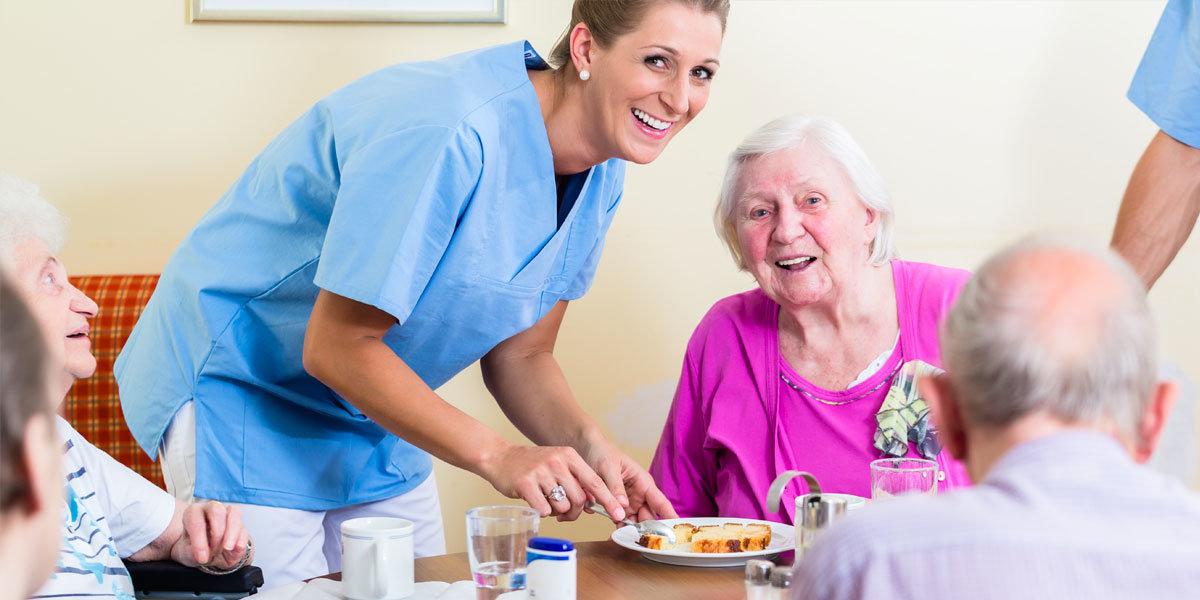 Gesund arbeiten in der Altenpflege: mit unseren Tipps für Pflegekräfte