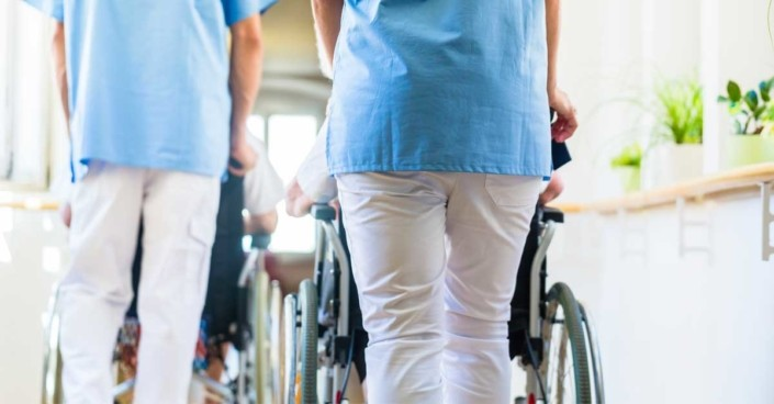 Bessere Bezahlung in der Altenpflege: Minister Spahn stellt seinen Entwurf vor